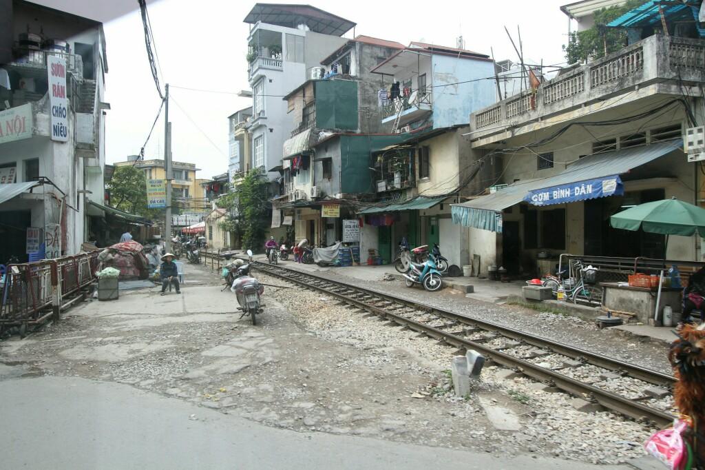 Gleise durch die Hanoier Altstadt