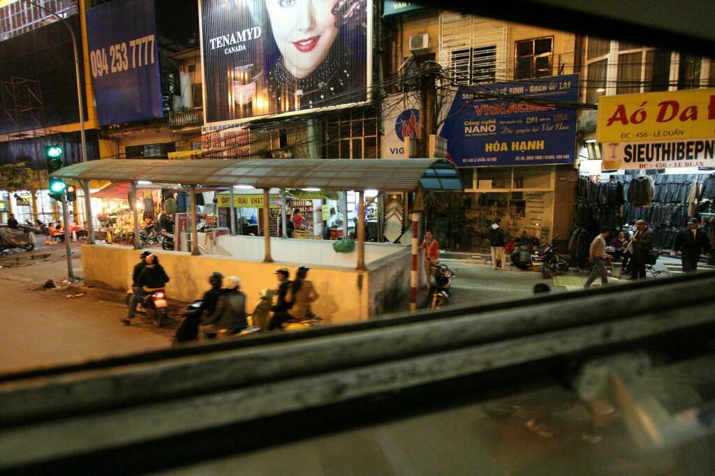 Wiedervereinigungsexpress durch Hanoi