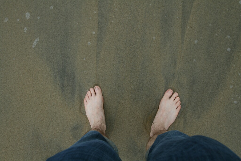 Füße im Sand vom Stand bei Hoi An