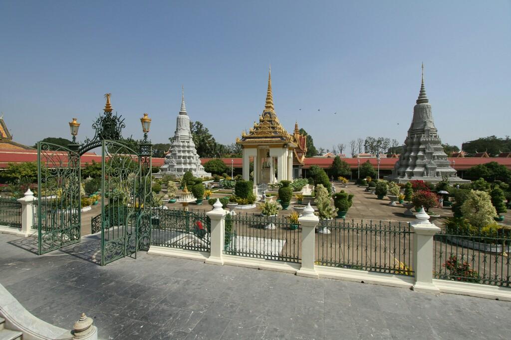 Hof Silberpagode mit Stupas