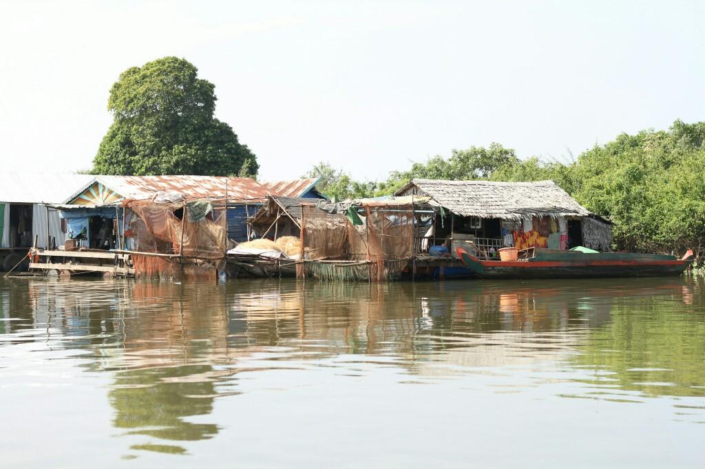 Häuser im schwimmenden Dorf